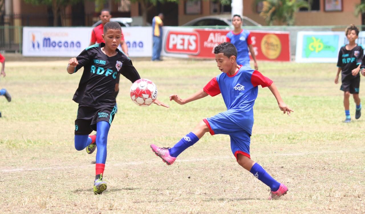 Equipos inician lucha Nacional Fútbol Infantil Padre Vicente en Moca