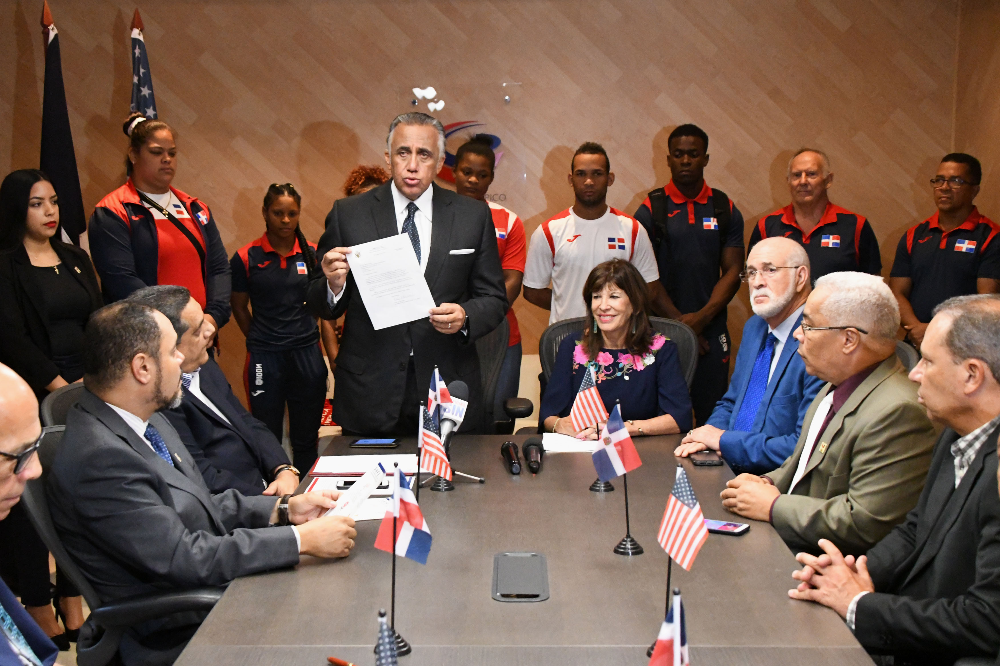 Embajadora de EEUU felicita actuación RD en Lima 2019