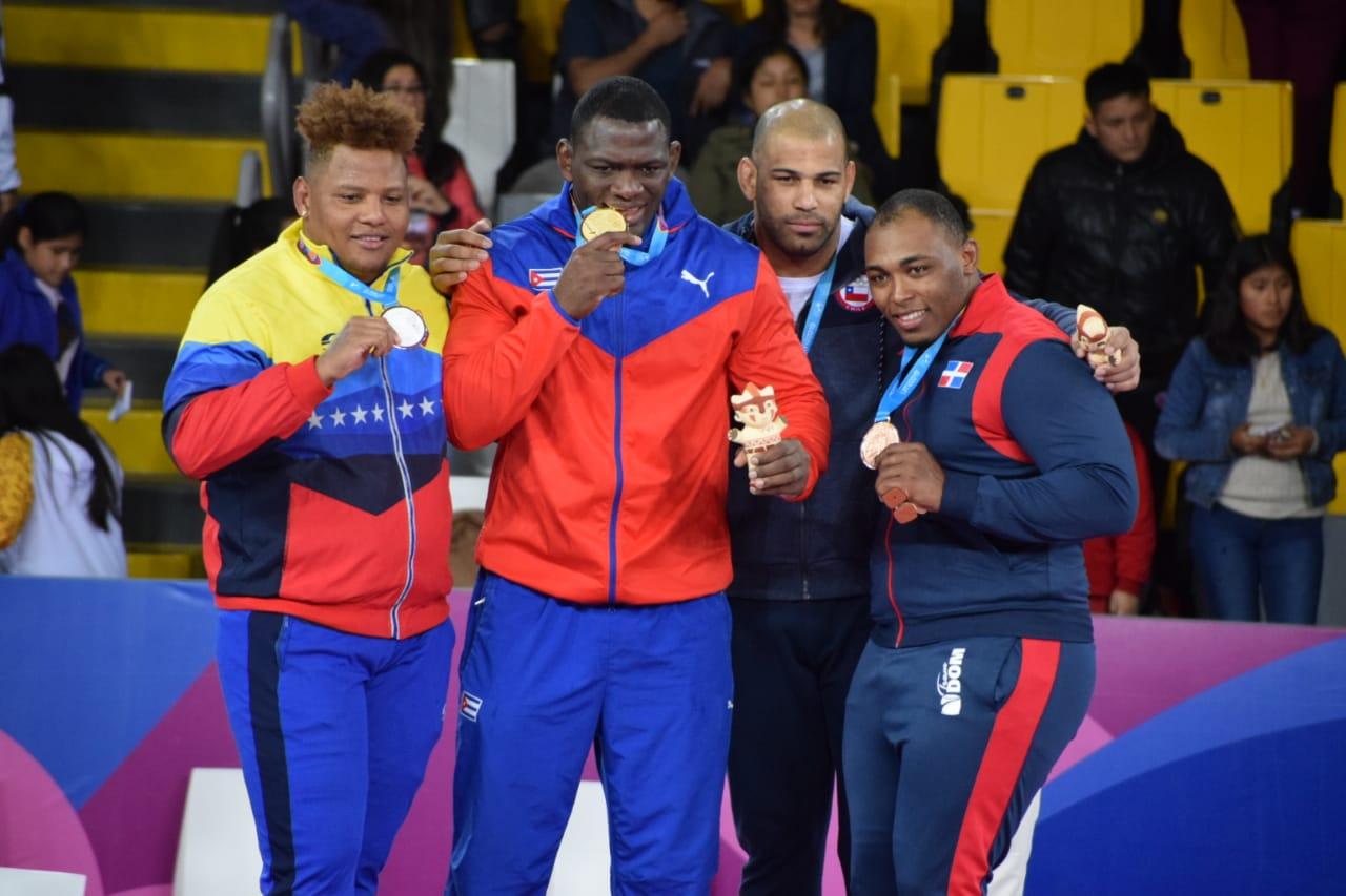Leo Dalis Santana gana bronce; da primera medalla en lucha