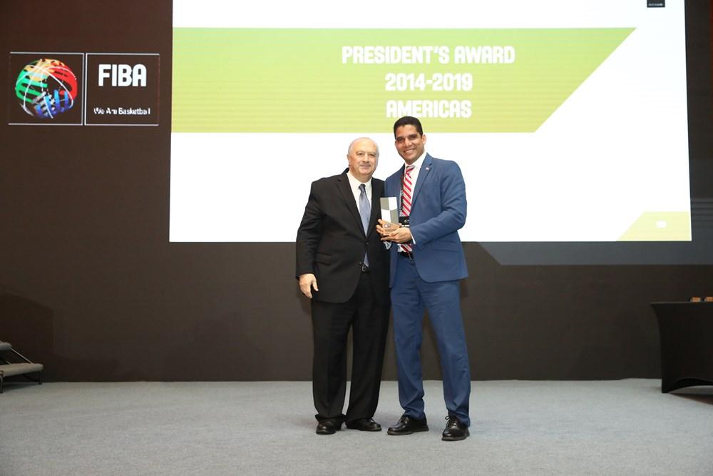 FIBA reconoce trabajo de Rafael Uribe con el Premio Presidentes 2019