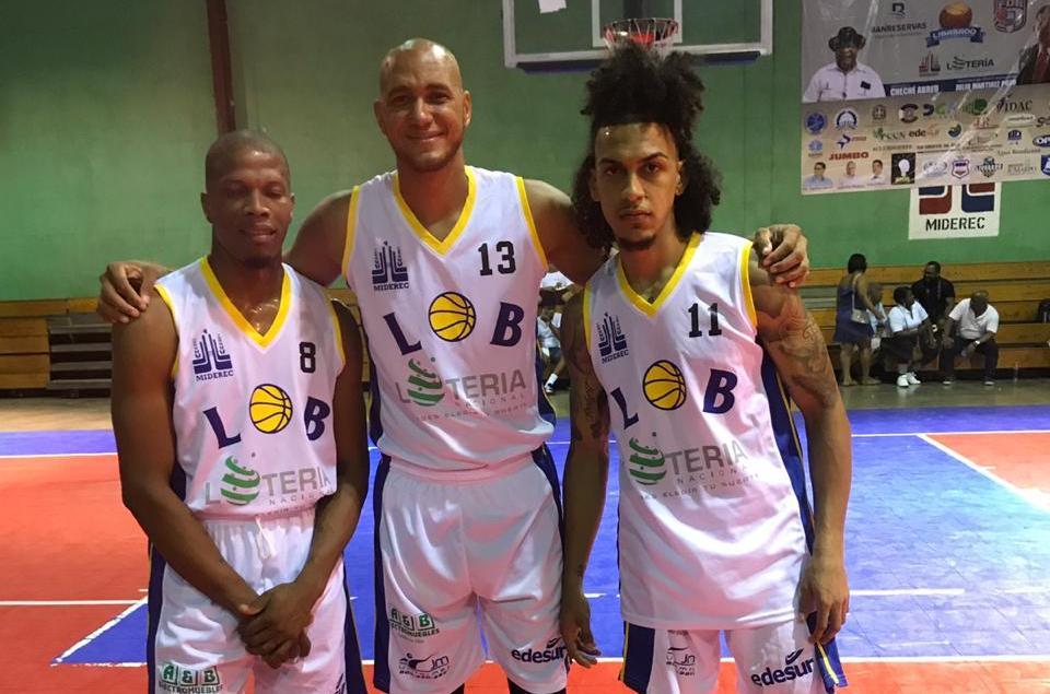 Olimpo y Manoguayabo vencen en inicio basket superior de Santo Domingo Oeste