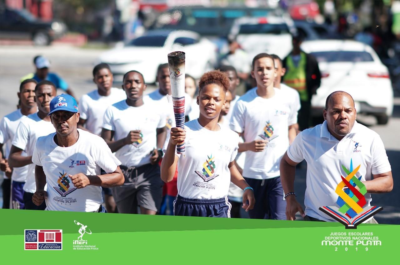 Fuego de la antorcha de los Juegos Escolares llega a Barahona