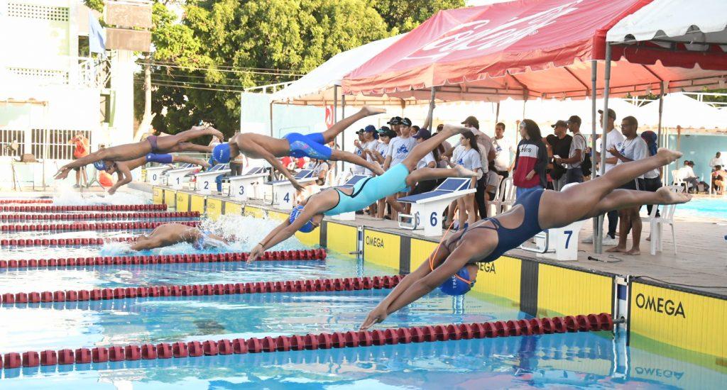 Massuco impresiona en inicio Invitacional Internacional de natación