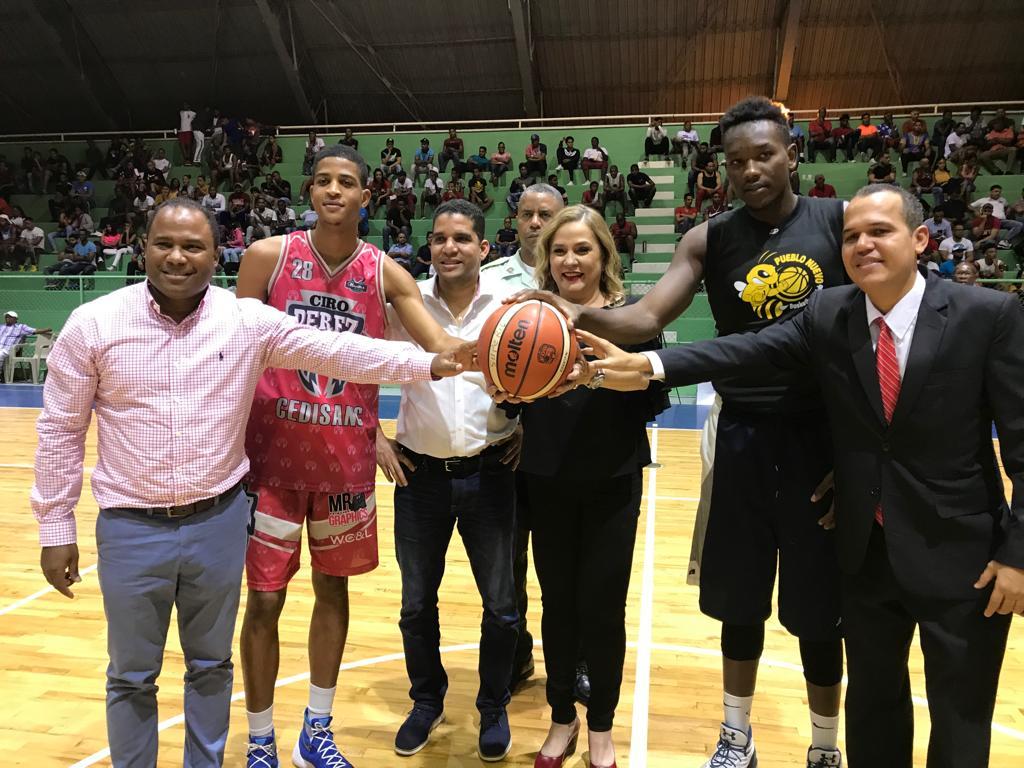 Madre Vieja y Ciro Pérez triunfan en baloncesto superior de San Cristóbal