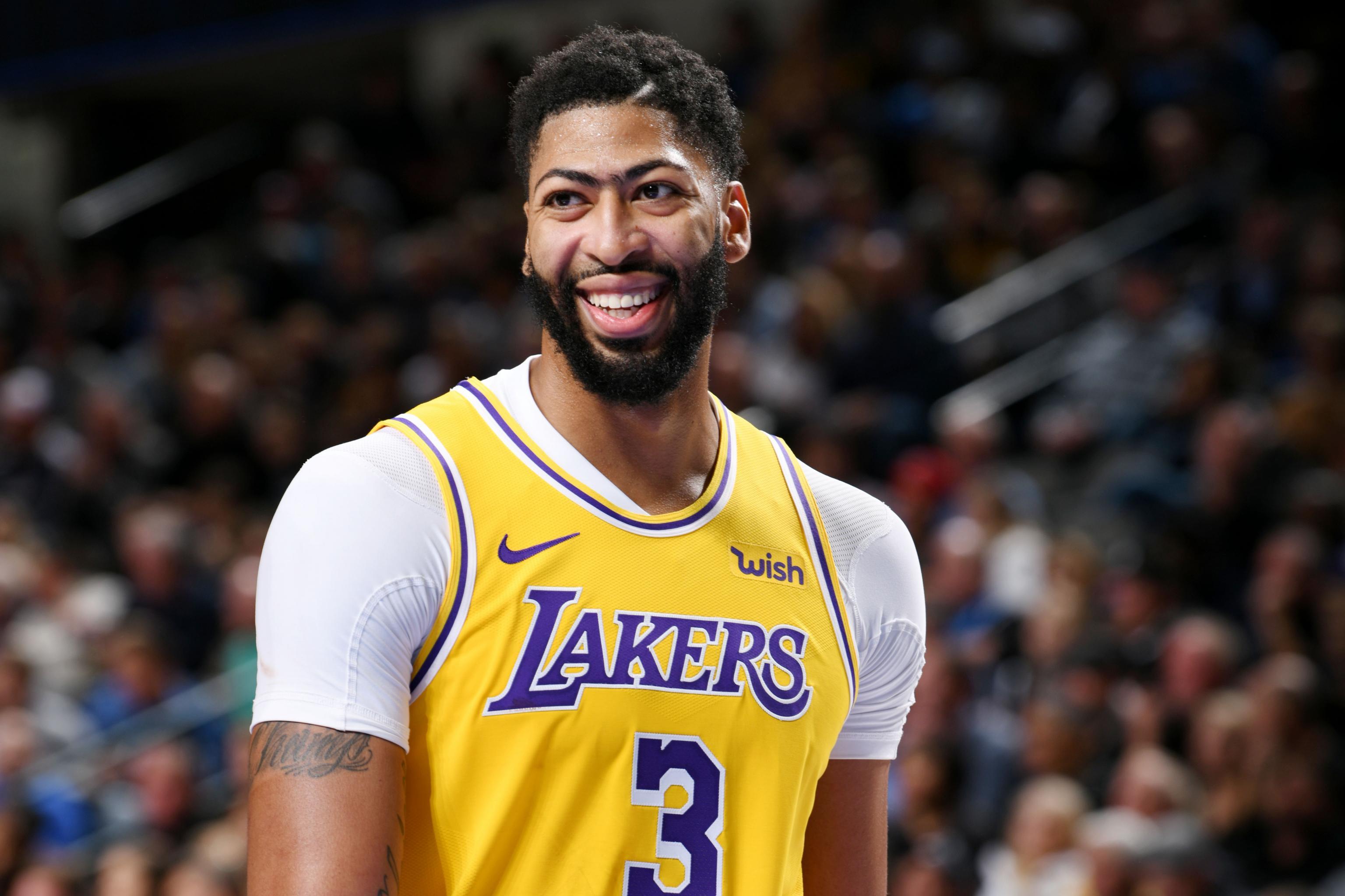 Los Lakers vuelven a ganar de la mano de Anthony Davis