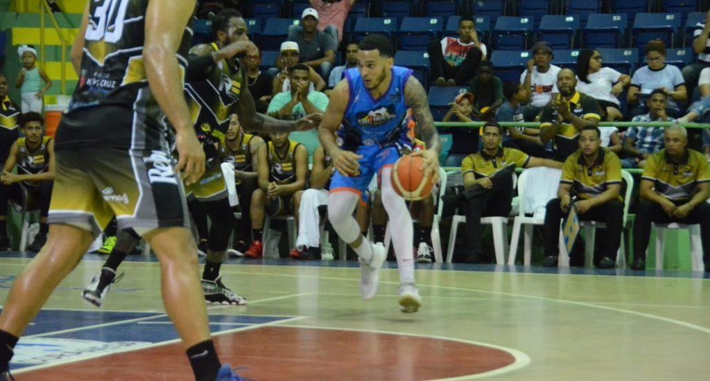 José Rodríguez y Ryan Scott suman 58 en baloncesto de La Vega