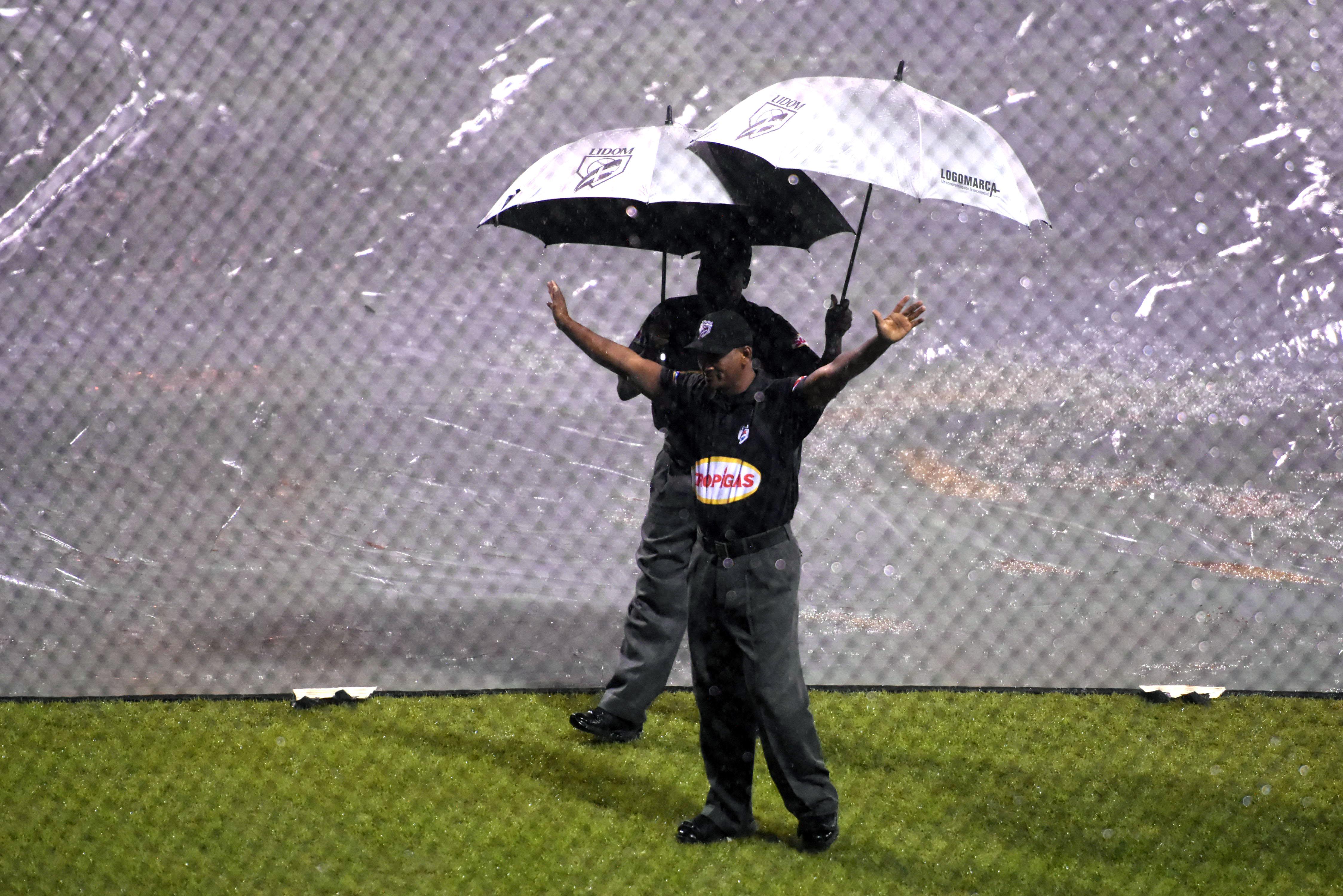 Nuevamente la lluvia impide que se juegue en San Pedro  partido Águilas vs Estrellas