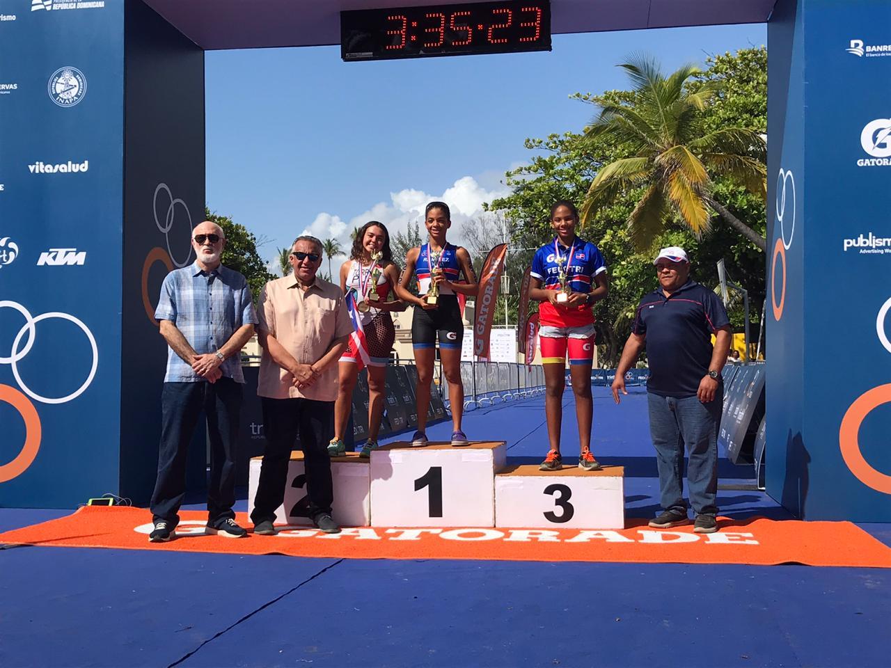López, Martínez, Ariana y Tirado, primer lugar nacional triatlón