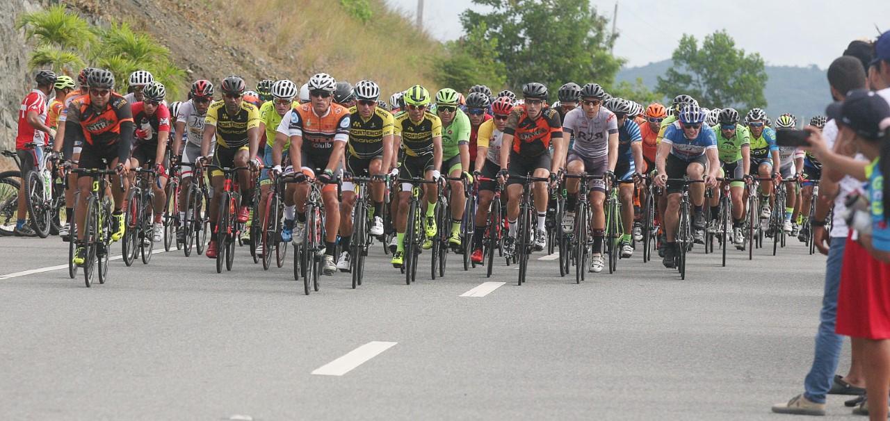 Ciclistas a pedalear este sábado en el Triple 100 de ciclismo