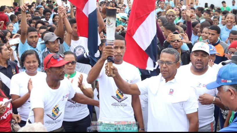 Antorcha Juegos Escolares es recibida con entusiasmo en Higüey