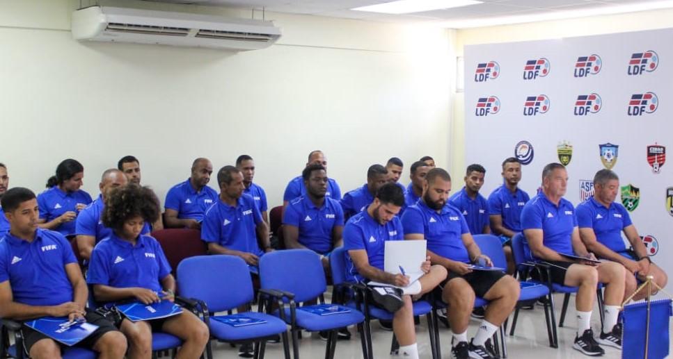 FIFA imparte curso pro-desarrollo del fútbol juvenil en República Dominicana