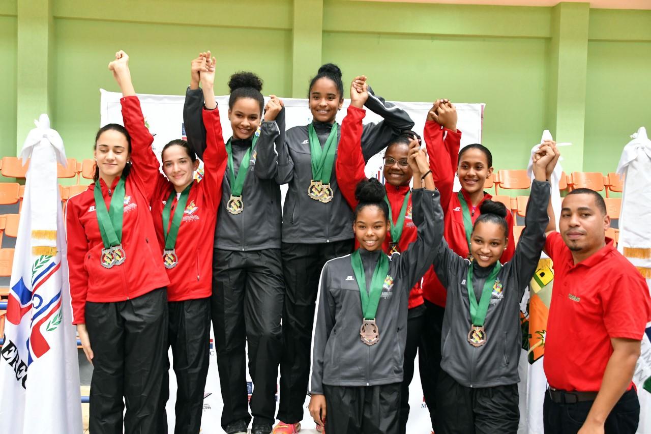 La VI Zona arrasa en bádminton; Este repite oro fútbol femenino