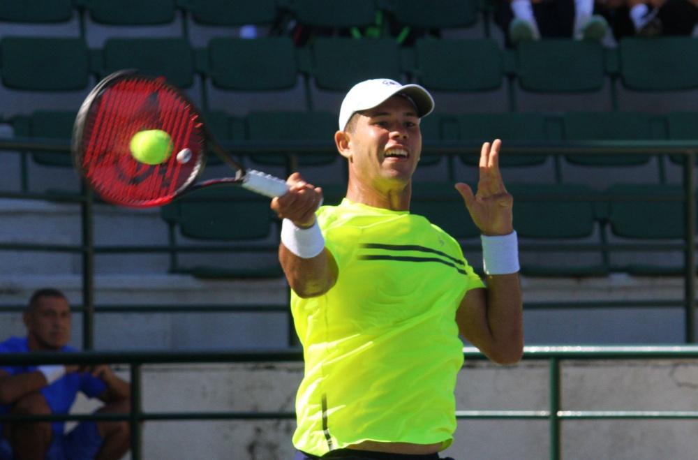 Nick Hardt a cuartos de finales en dobles; cae en sencillos