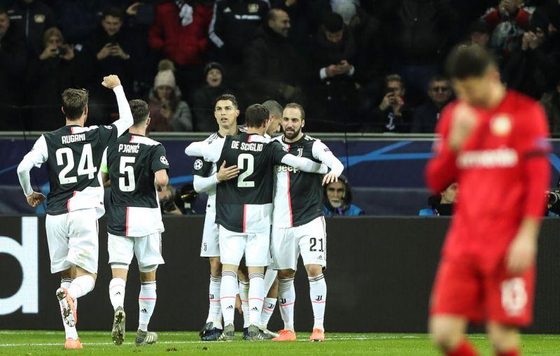 Cristiano e Higuaín envían al Juventus a octavos con récord de puntos