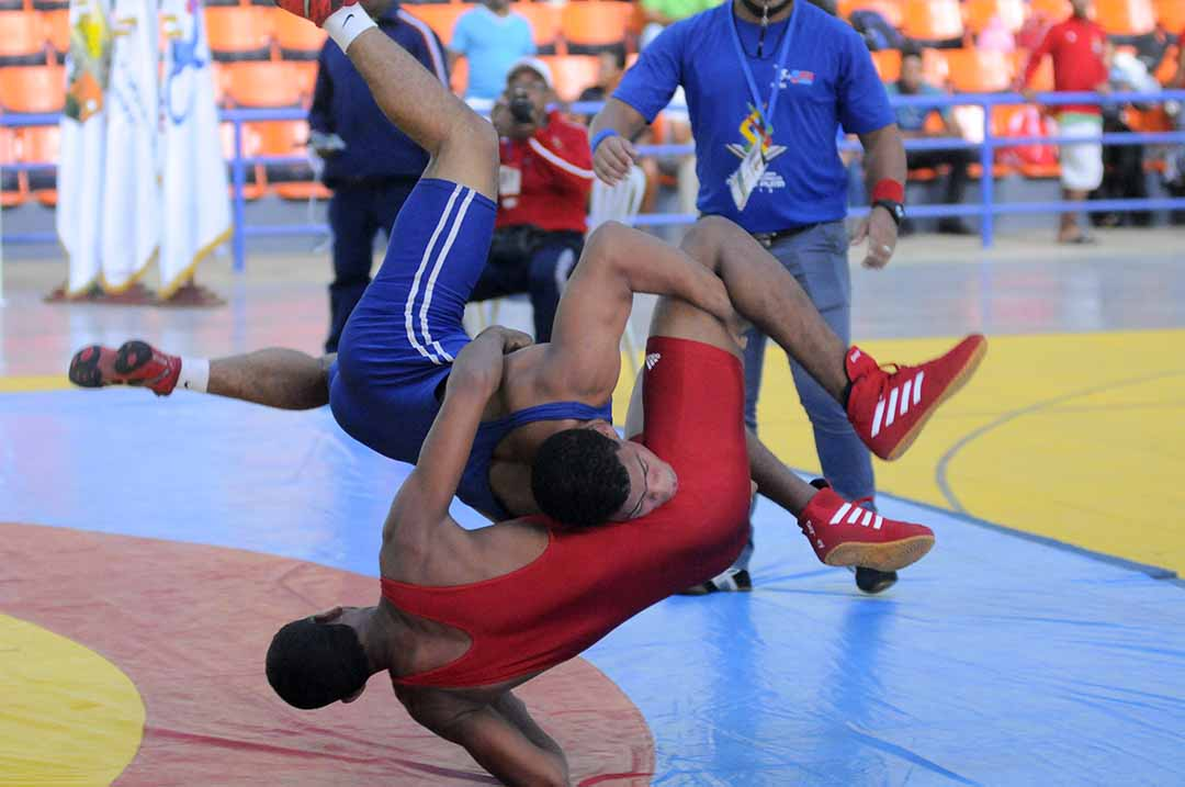 La Zona Metropolitana barre en el torneo de lucha escolar