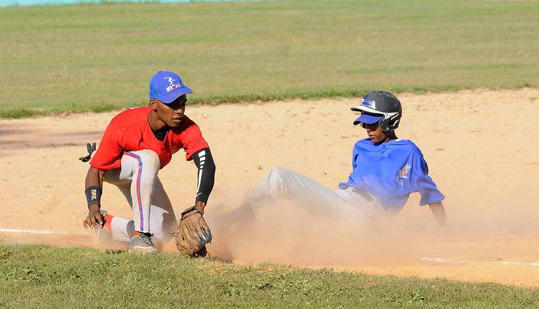 Noreste propina nocaut al equipo del Sur en el béisbol Escolar