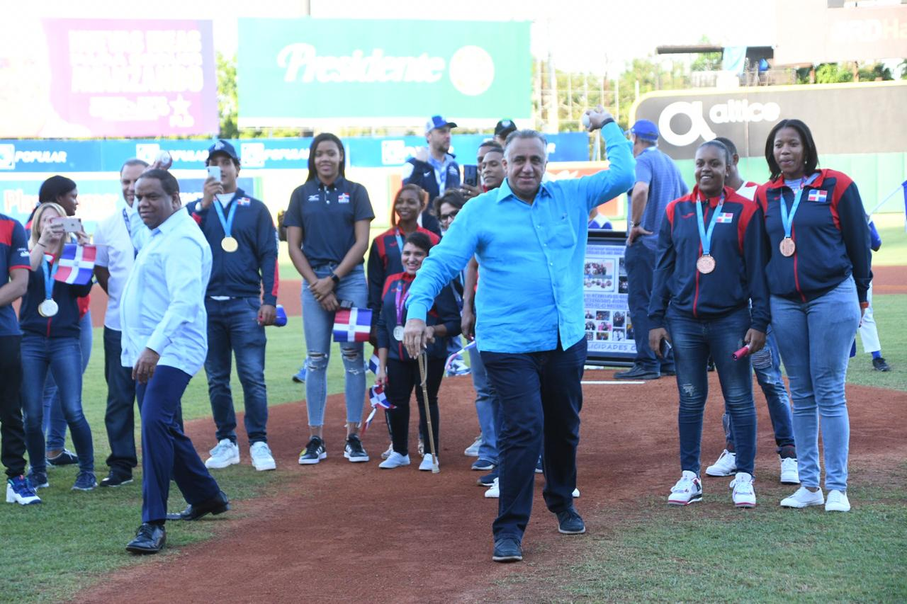 Tigres del Licey rinden homenaje a medallistas de Lima 2019