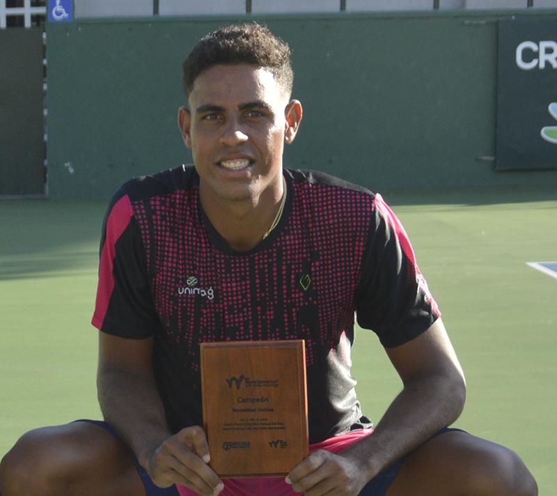 José Olivares quebró saque de la gripe para ser campeón de dobles