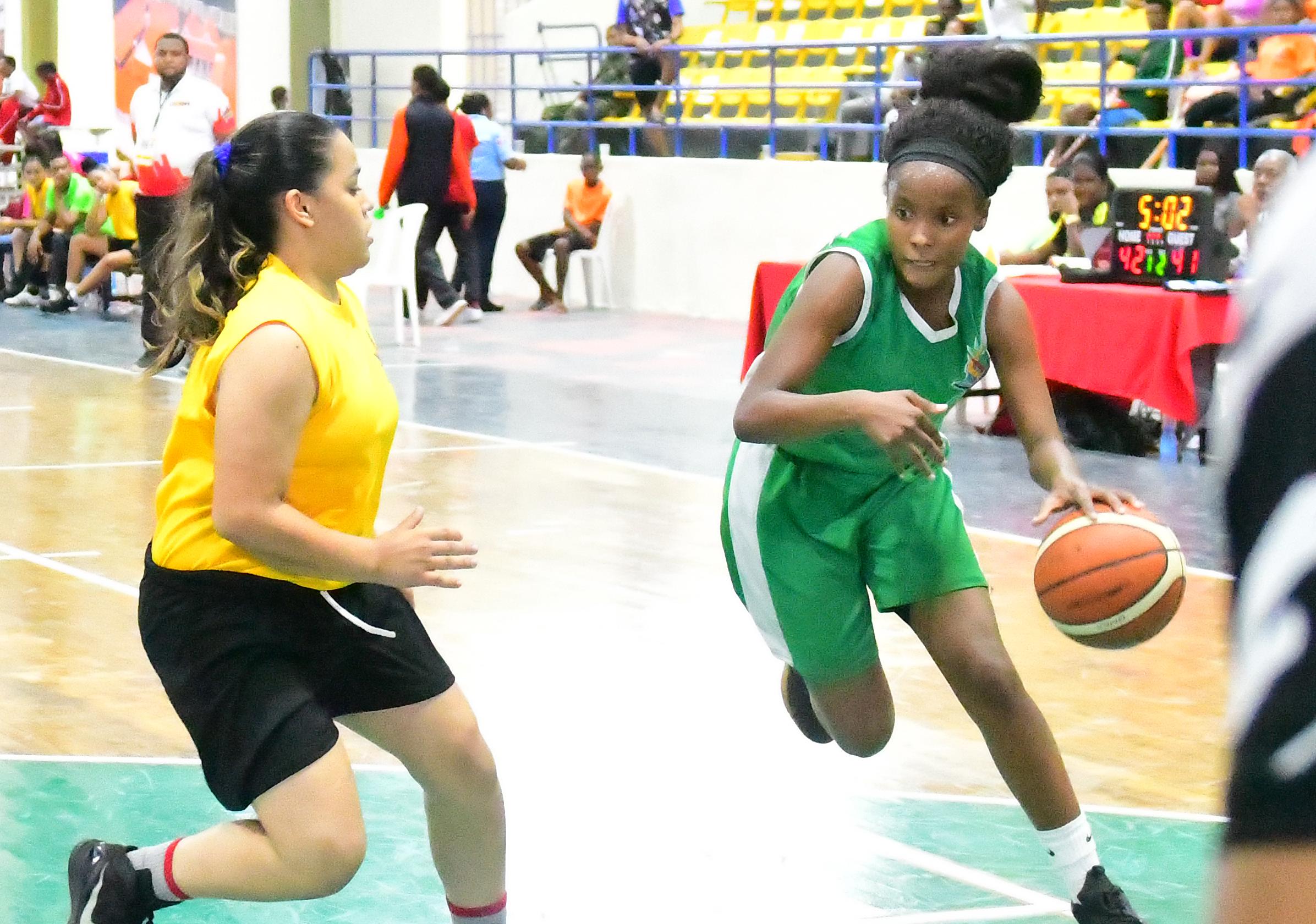 Zona Este triunfa en baloncesto femenino en Juegos Escolares