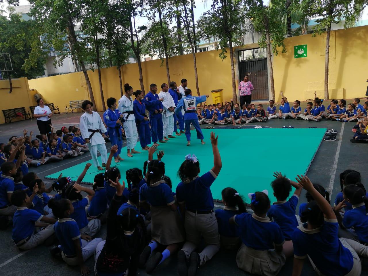 Fedojudo realiza jornada de exhibición en Escuela Mauricio Báez