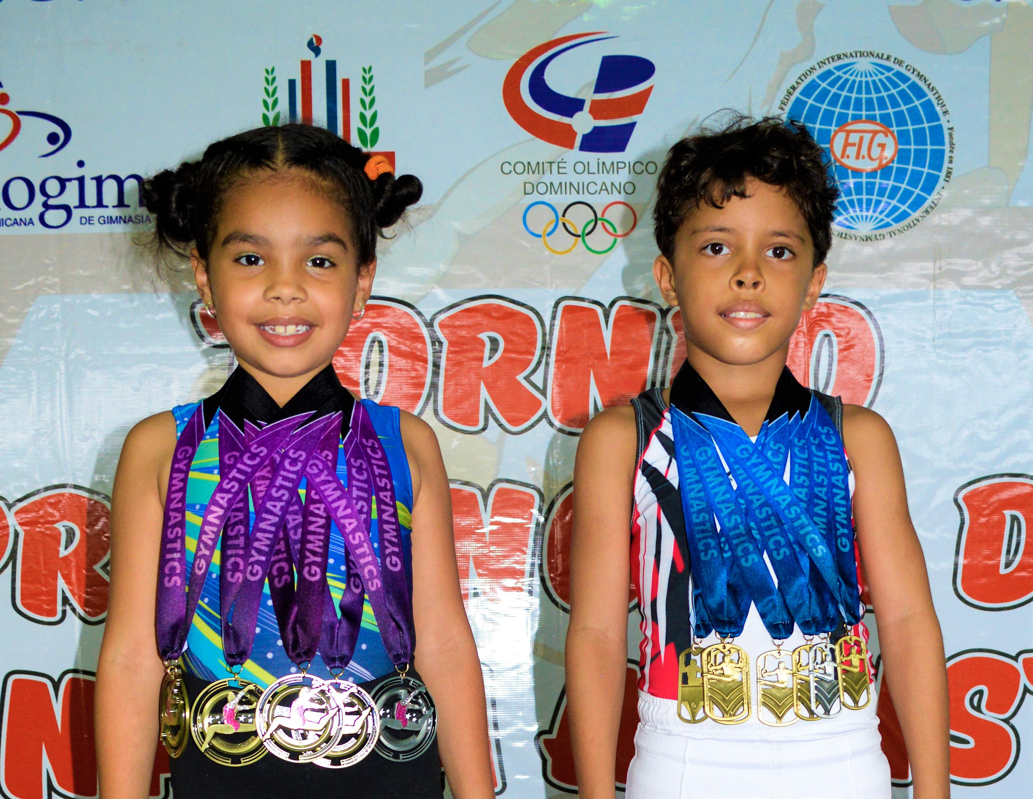 Jhon Manuel Lantigua y Lesly Isabela Peralta  resaltan en torneo de gimnasia navideño