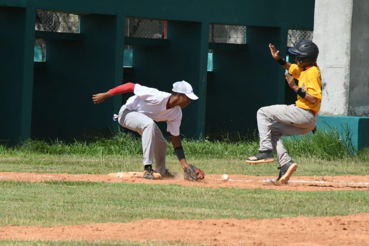 Los selectivos del Noroeste y Sexta Zona van por el oro en béisbol escolar