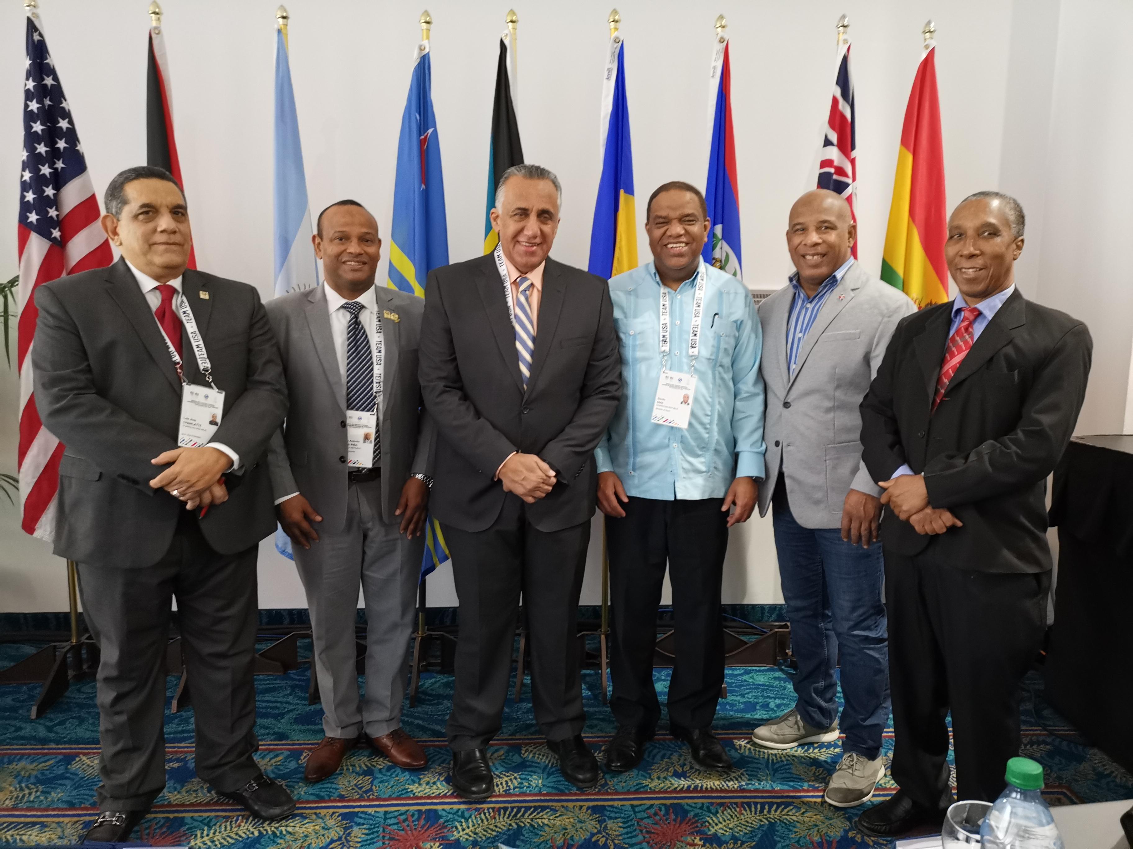 Delegación de RD participa en simposio en Miami