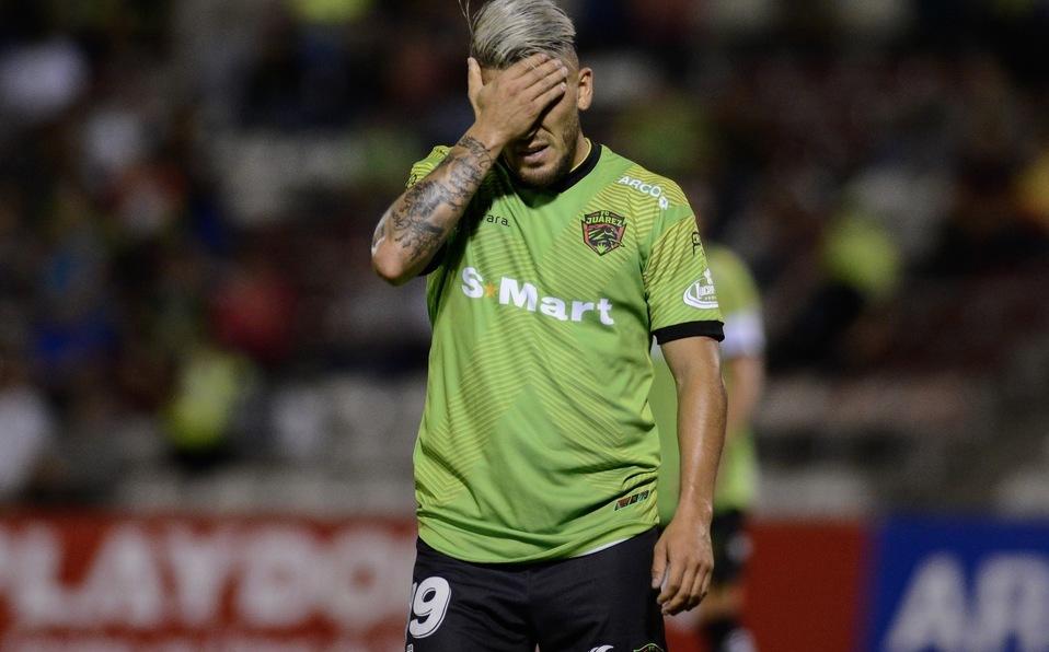Jugador de fútbol suspendido un año por golpear árbitro