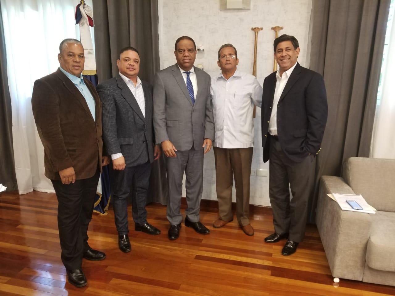 Ministro Díaz recibe a los nuevos directivos del tenis de mesa