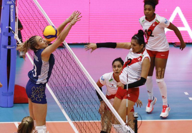 Roban a la delegación de Perú, durante Preolímpico Voleibol Femenino de Bogotá