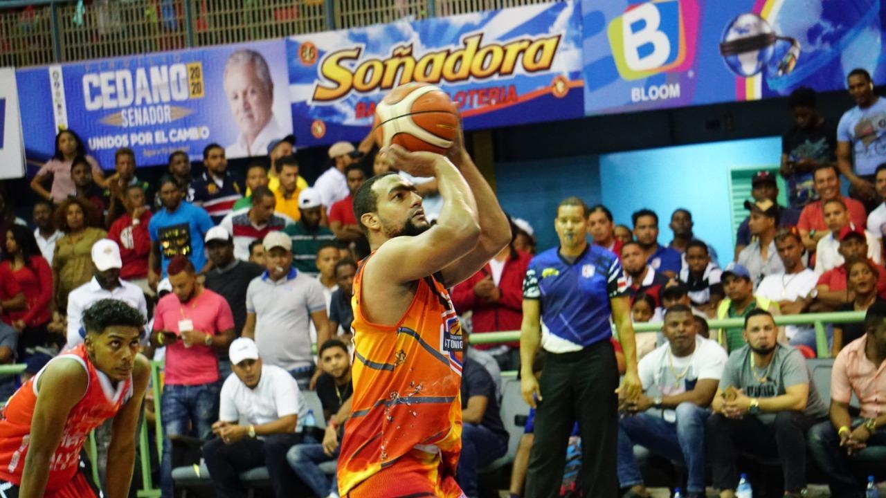 Club Antonio Guzmán aumenta ventaja en final basket de Higüey