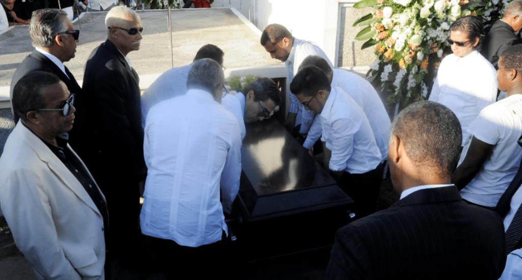 Entre Familiares y amigos sepultan restos de Renaldo Bodden