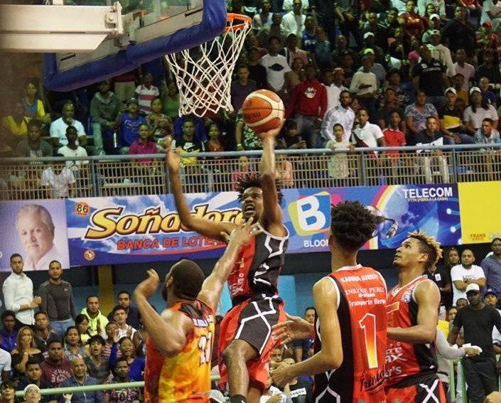Club Centro gana el segundo de la serie final en basket superior de Higüey