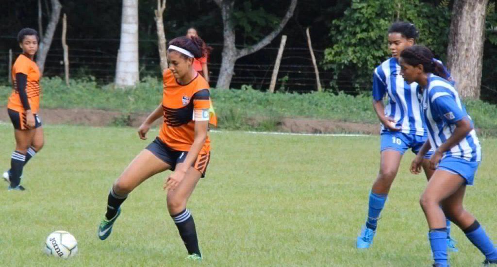 Bob Soccer School sigue liderando liga femenina; Cibao hila tercera victoria