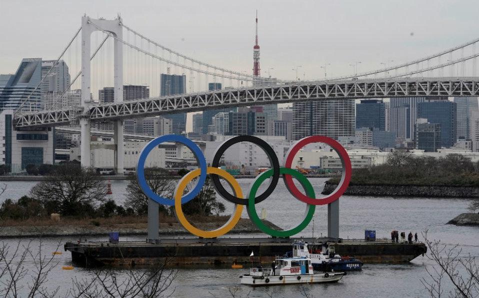 Gobierno instala anillos olímpicos gigantes en la bahía de Tokio
