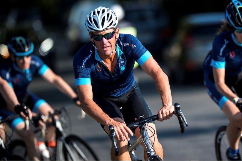 Para pedalear junto a Lance Armstrong se necesitan 30 mil dolares