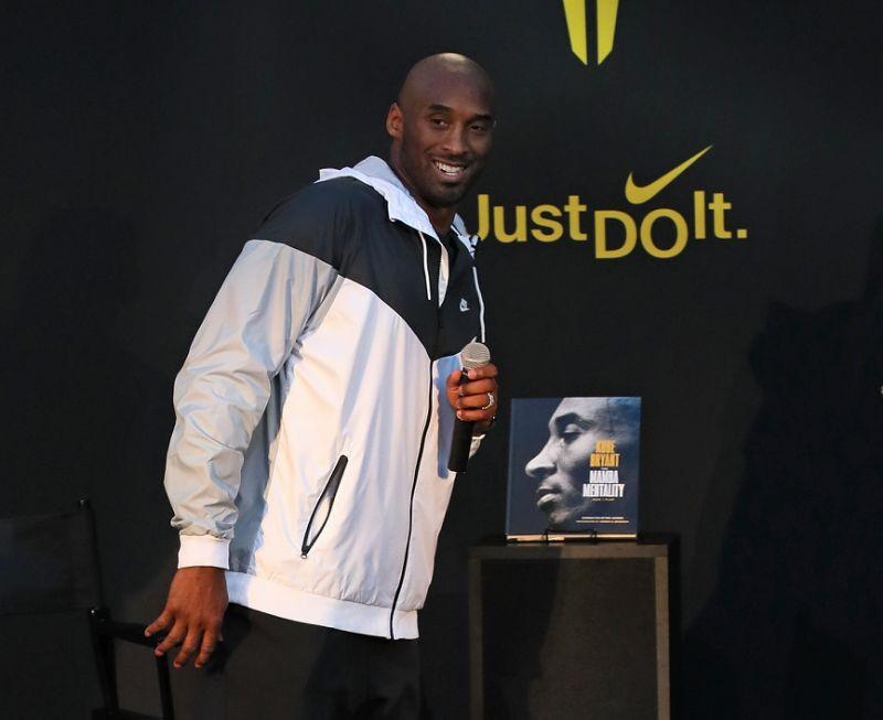 Nike retira línea de artículos relacionados con Kobe Bryant