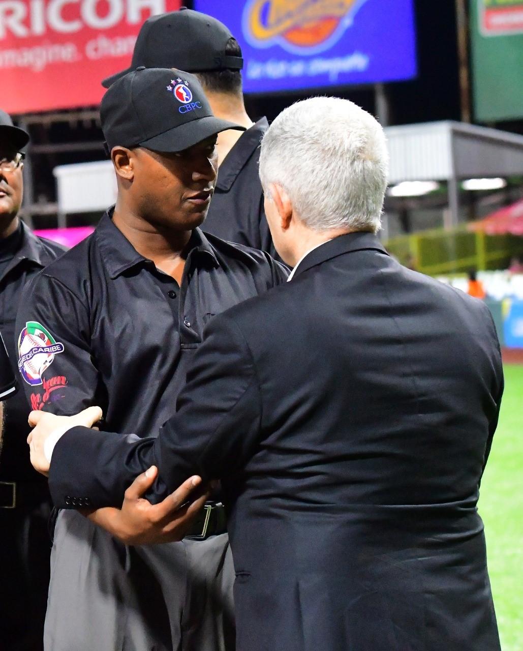 Ramón Ferrer, nombrado por MLB como árbitro permanente en GL