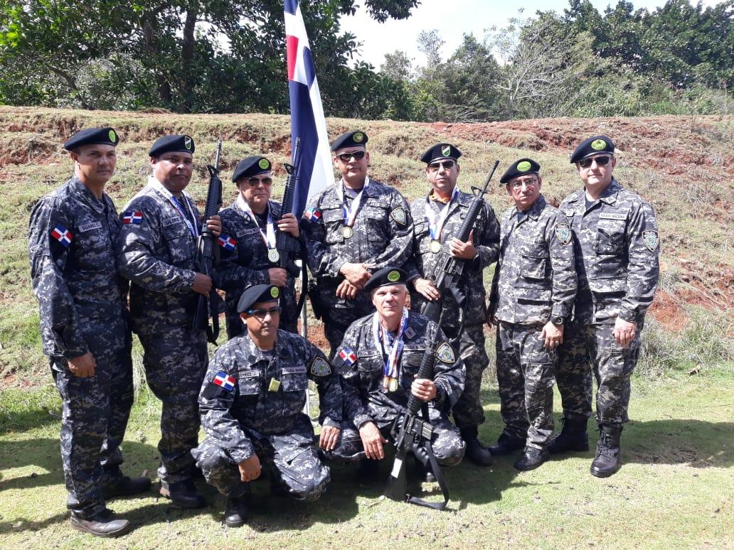 Policías campeones torneo tiro con fusil  51 Juegos Deportivos Militares y PN