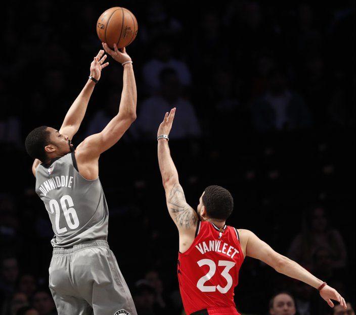 Nets detienen racha de triunfos a los Raptors