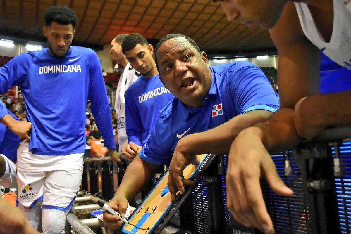Acuerdo López con selección baloncesto le permitirá flexibilidad para dirigir otros equipos