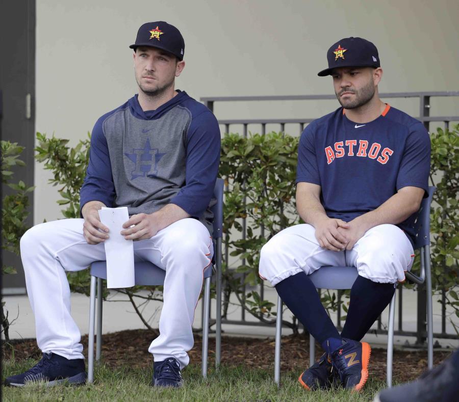 Los Astros piden perdón a su llegada a los entrenamientos primaverales