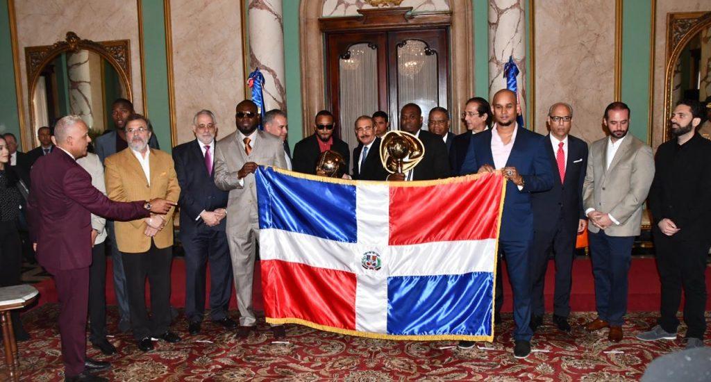 Presidente Medina recibe en Palacio Nacional a los Toros tras triunfo Serie del Caribe