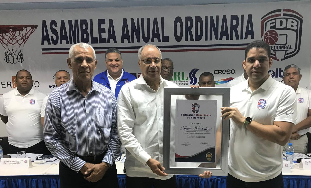 Reeligen a Rafael Uribe por segunda vez en Fedombal; reconocen a Vanderhorst