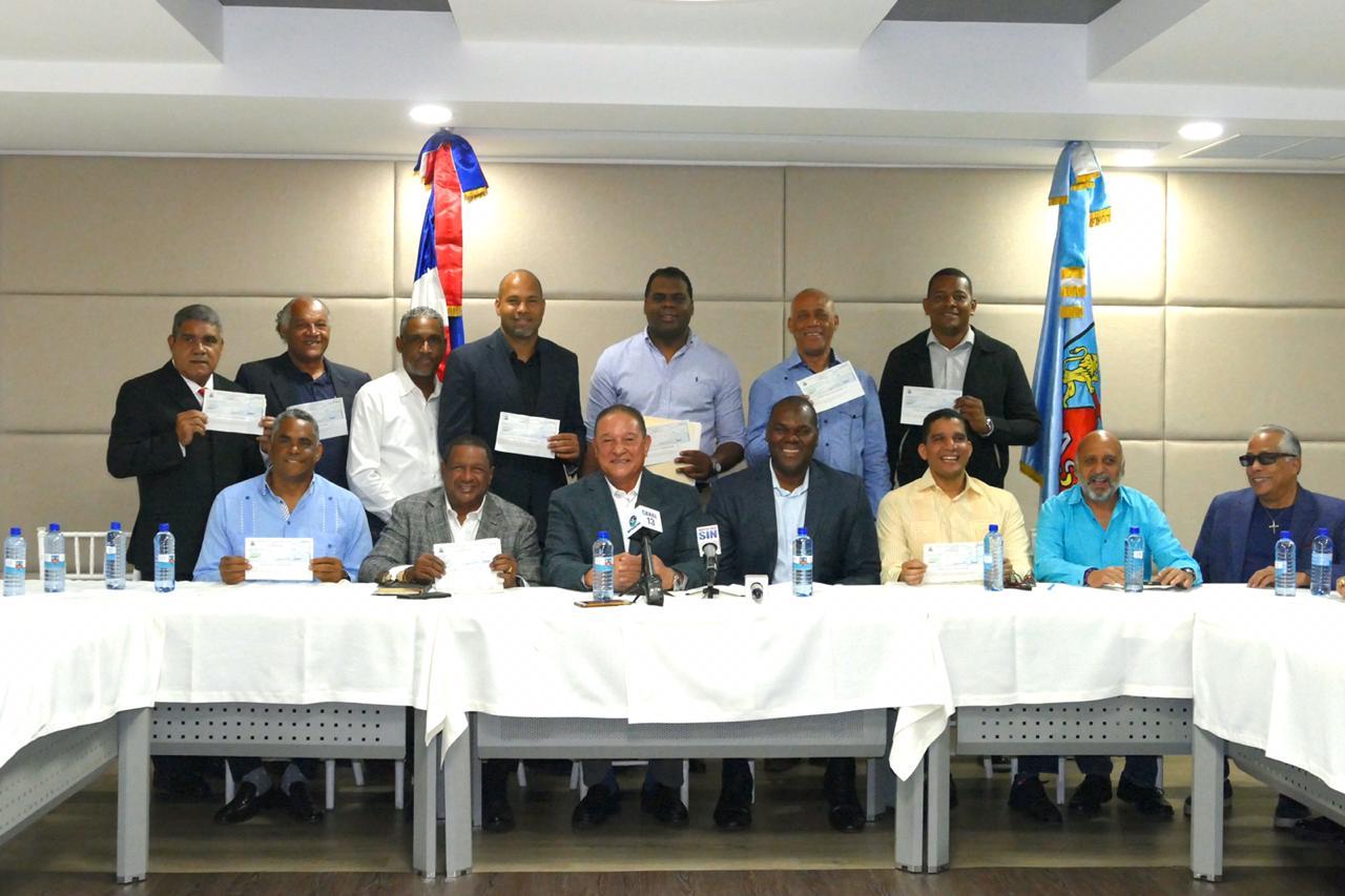 CAASD reparte 5.5 millones de pesos al baloncesto