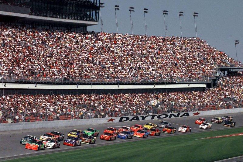 """Trump dirá """"caballeros, enciendan sus motores"""" en 500 millas de Daytona"""