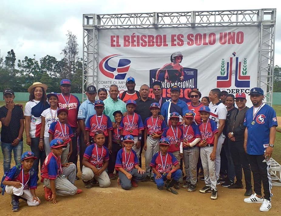 Cotuí se corona campeón en el nacional U8 torneo de béisbol