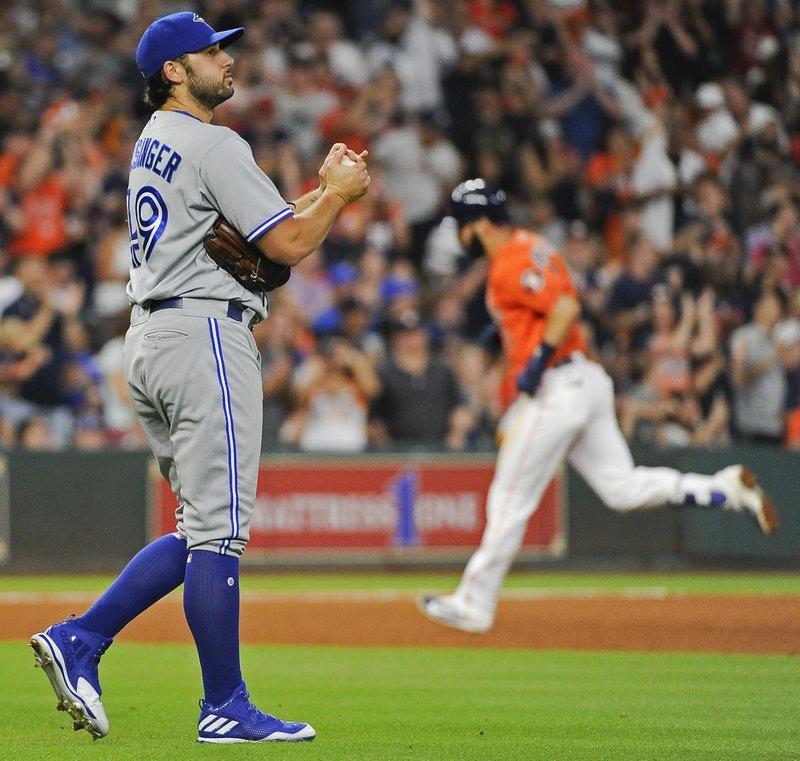 Exrelevista de Azulejos demanda a Astros por robo de señales