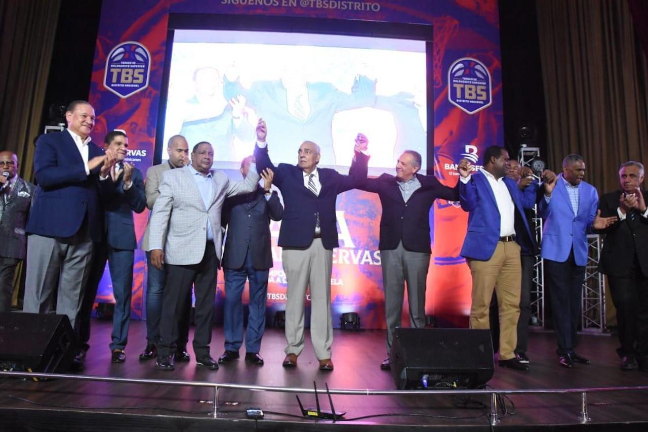 Gala del TBS Distrito Nacional destaca trayectoria Osiris Duquela