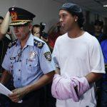 Ronaldinho tendrá que cumplir prisión preventiva en Paraguay
